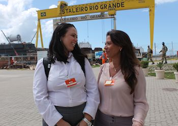 The ongoing shipbuilding projects in Brazil are getting attention around the world, says Leila Trabbold (to the left). By her side, Suzana Sandoval Barros of Palfinger Dreggen do Brasil.