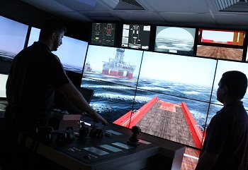The courses are given to classes of six to ten students, depending on the subject and the requirements of the particular discipline. In the simulators, students need to resolve critical situations and have the chance to improve their skills.