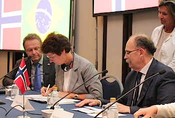 Director Siri Helle Friedemann (to the left) signing an MOU with Finep during the November Conferecen 2014